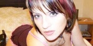 Sexy Livegirl SexyTanja: bitzblank rasiert und intim gepierced!